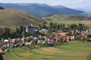 Un petit coup de pouce supplémentaire avec cette photo d'un village typique ...j'espère que l'architecture va vous inspirer !!!