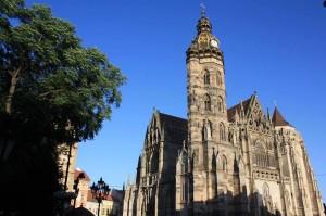 la cathédrale gothique de la ville qui est porte d'entrée de ce chemin de compostelle. A été récemment capitale européenne de la culture.